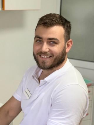 Д-р Емил Кожухаров - Стоматолог град Варна